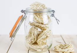 Pâtes type spaghettis en nids