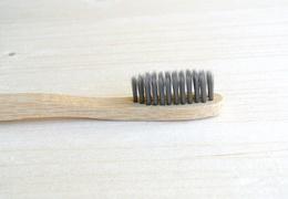 Brosse à dents en bambou adulte - poils souples noirs