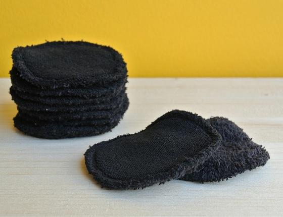 Disque de coton démaquillant noir