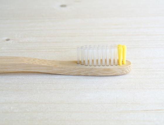 Brosse à dents en bambou adulte - poils souples jaunes