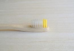 Brosse à dents en bambou enfant - poils souples jaunes