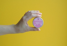Shampooing solide Pachamamaï Glamourous & sa boîte