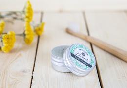 Dentifrice solide menthe argile verte dans sa boite bio & local