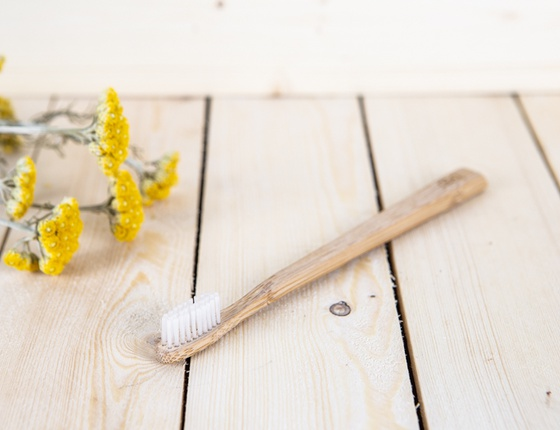 Brosse à dents en bambou adulte - poils médium transparents