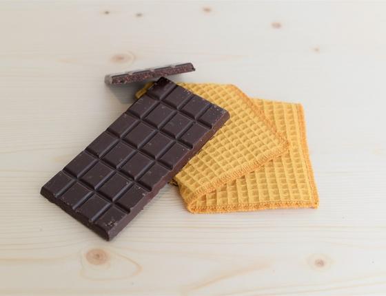 Tablette de chocolat noir bio aux éclats de cacao
