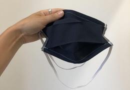 Masque en tissu bleu à accrocher derrière la tête