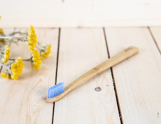 Brosse à dent en bambou adulte - poils médium bleu